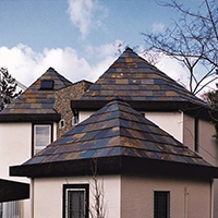屋根材:粘板岩クールーフ