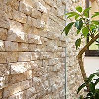 内壁:装飾 天然石